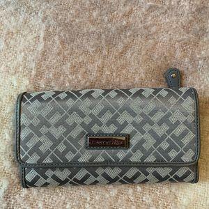 Tommy Hilfiger Woman's Clutch Checkbook Wallet